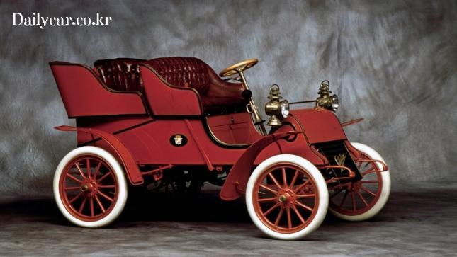 스탭 패널이 없는 1903년형 캐딜락 런어바웃