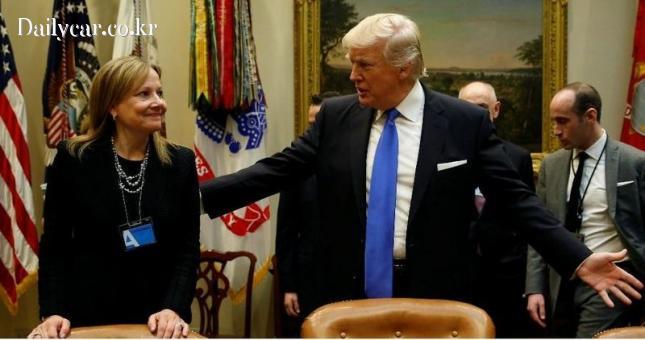 메리 베라 GM 회장(좌) 도널드 트럼프 미국 대통령(우)
