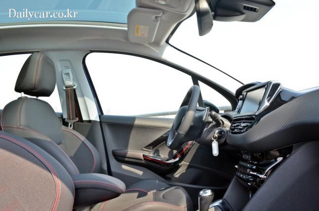 푸조 208 GT 라인