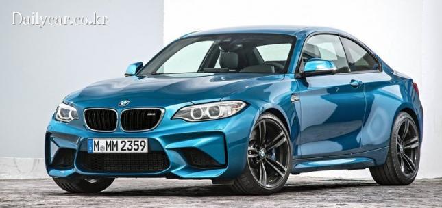 BMW M2 쿠페 (M 브랜드의 상징 스카이 블루)