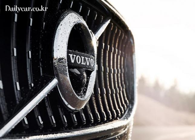 V90 (음각면의 라디에이터 그릴의 리브 디자인)