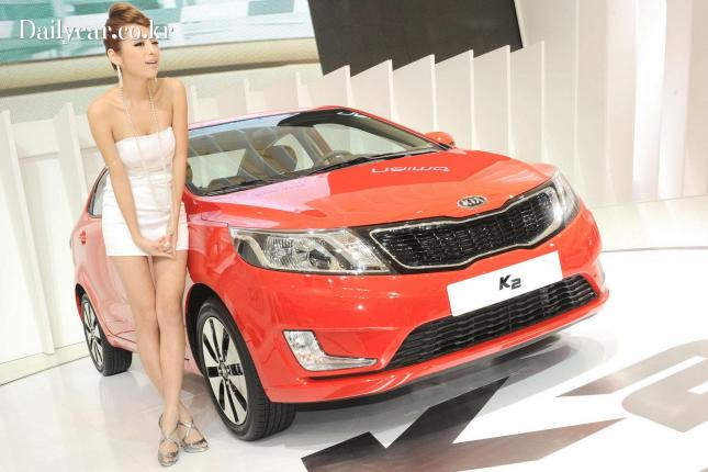 Kia racing girl in Shanghai Auto Show 출처=automobilenews
