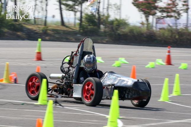 2016 대학생 자작자동차대회 포뮬러 경기장면
