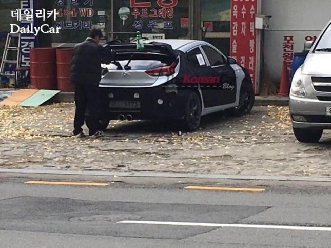 외관 일부가 유출된 벨로스터 후속모델 (출처: The Korean Car Blog)
