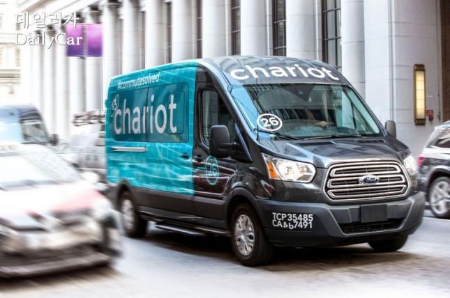셔틀버스 공유 스타트업 체리엇(Chariot)에 공급되는 포드 트랜짓