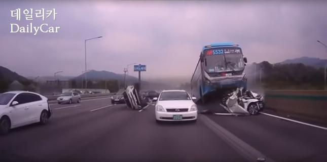 경부고속도로 추돌사고(블랙박스 영상 캡쳐)