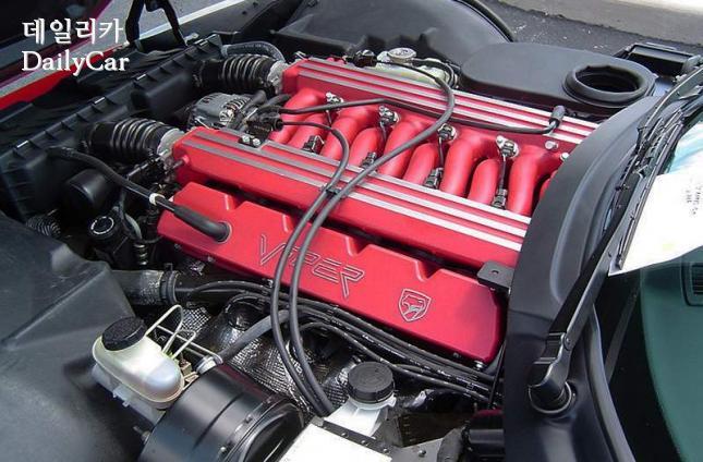닷지 바이퍼 (V형 10기통 8000cc 엔진)