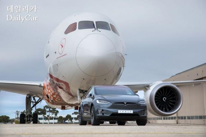 테슬라 모델X 보잉 787 견인