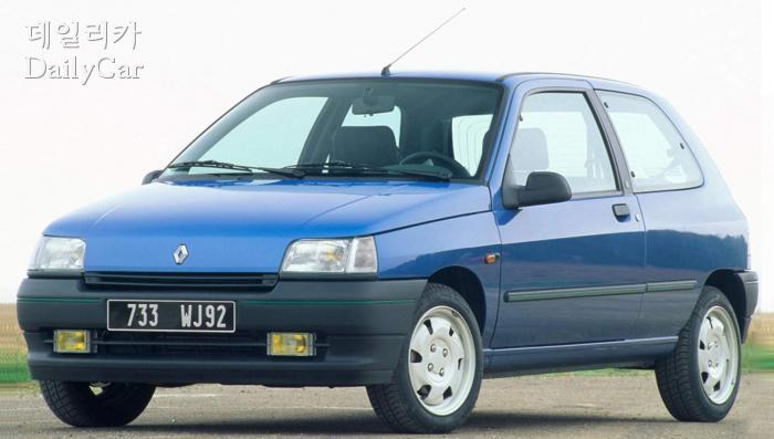 1990년에 나온 1세대 클리오의 3도어 모델