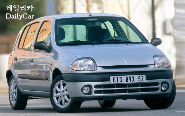 1998년에 나온 2세대 클리오 II의 5도어 모델