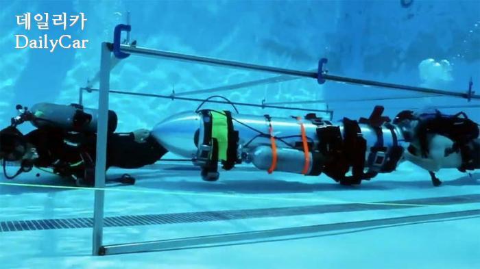 당시 머스크 CEO가 공개한 소형 잠수정