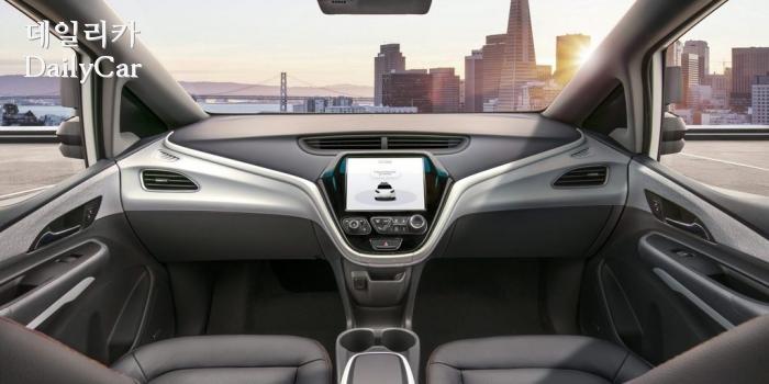 스티어링 휠, 가감속 페달이 없는 볼트 EV 자율주행차 콘셉트(제공: 한국지엠)