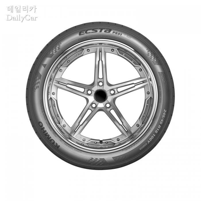 초고성능 타이어 엑스타(ECSTA) PS91