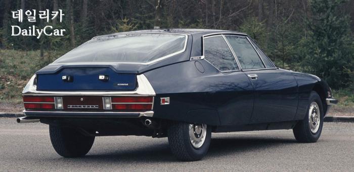 독특한 유리창 디자인의 1971년형 시트로앵 SM