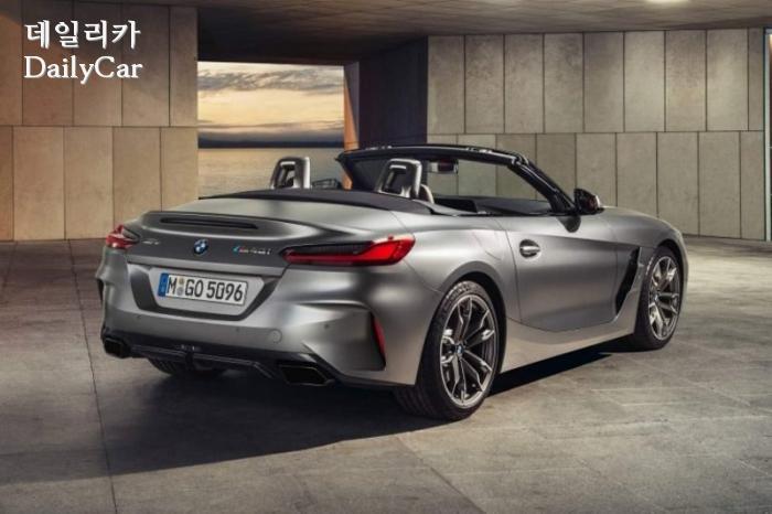 프로즌 그레이 컬러의 BMW Z4