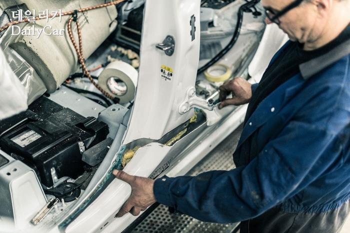 닐스 반 로이스 디자인(Niels van Roij Design), 어드벤텀 SUV 쿠페
