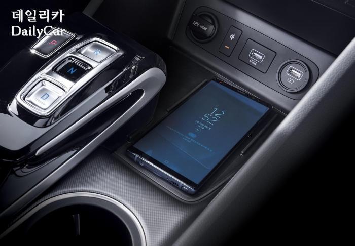 현대차 신형 쏘나타 (전자식 변속버튼, 스마트폰 무선충전 시스템)