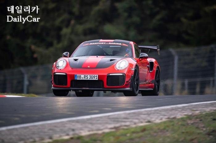 포르쉐 911 GT2 RS MR