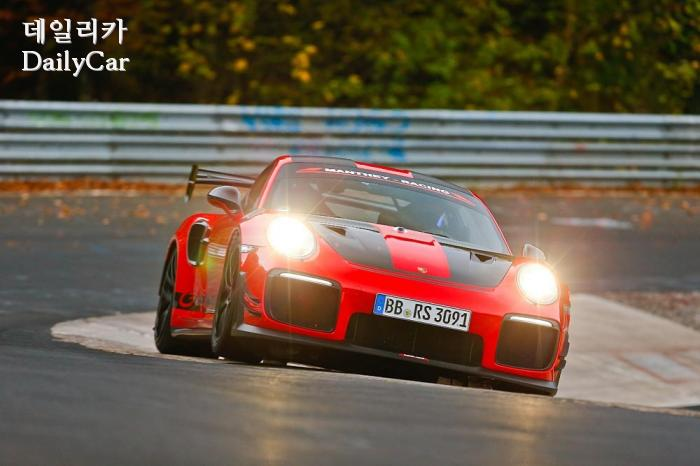 포르쉐 911 GT2 RS MR′
