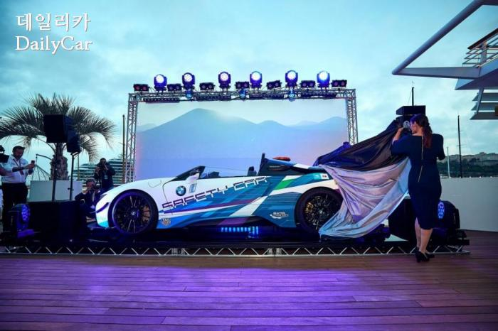 BMW, 2019 i8 로드스터 세이프티카 (출처 BMW, FIA)