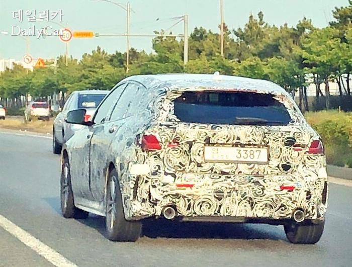 인천 송도에서 목격된 BMW 1시리즈 (제공 : 데일리카 독자 김재진 님)