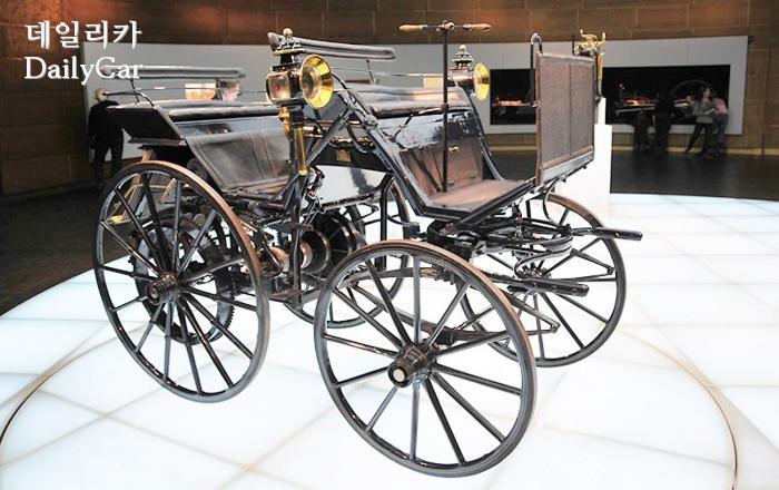 1886년에 만들어진 다임러의 4륜차
