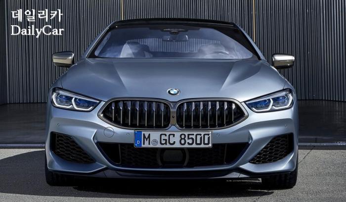2020년형 BMW 8시리즈의 앞모습