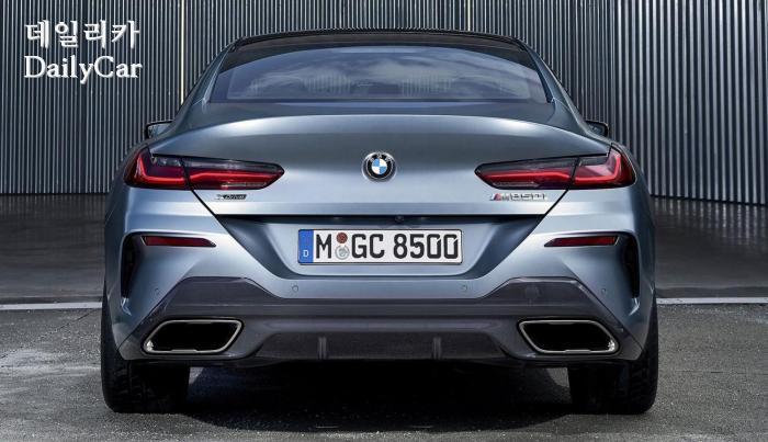 2020년형 BMW 8시리즈의 뒷모습