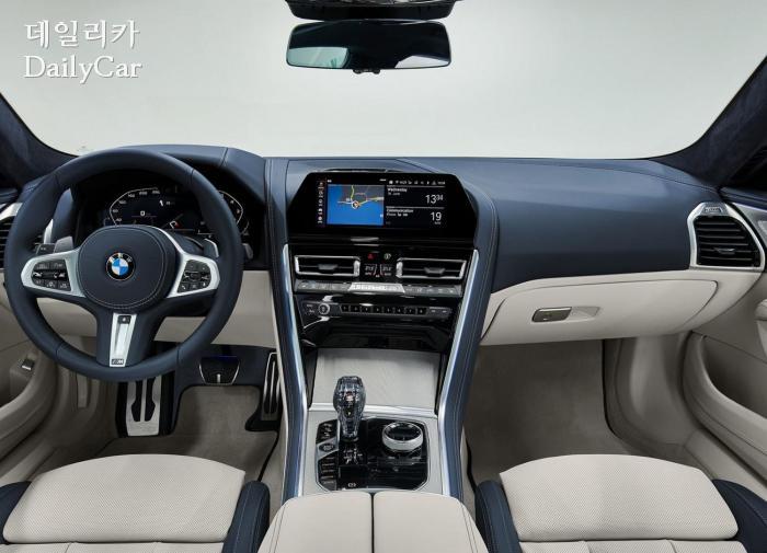 2020년형 BMW 8시리즈의 인스트루먼트 패널