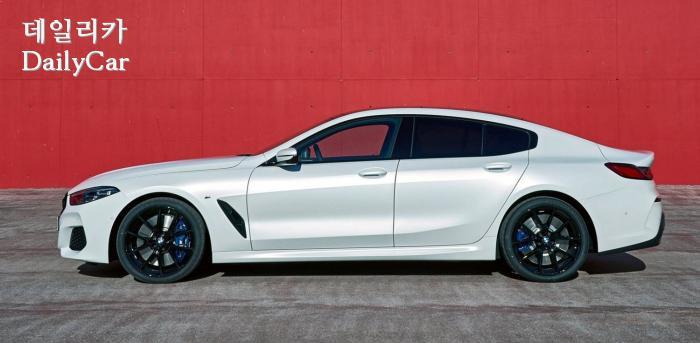 2020년형 BMW 8시리즈 그란 쿠페의 측면 뷰
