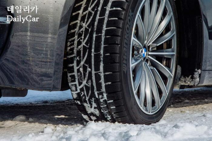 겨울용 타이어 차량 장착