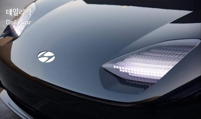 현대차 프로페시 콘셉트 (디지털 평면적 디자인의 엠블럼, LED 헤드램프)