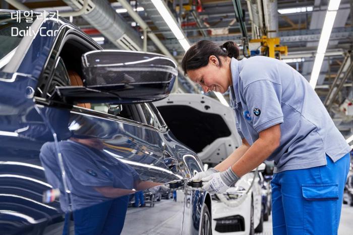BMW 뉴 4시리즈 (독일 딩골핑 공장)