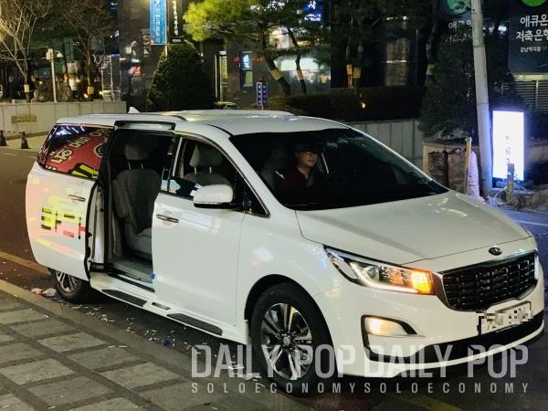 미리 문을 열고 대기하는 타다 차량. (출처: 데일리팝)
