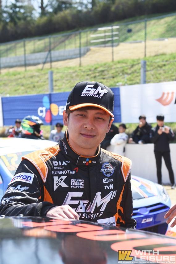 슈퍼레이스 챔피언십 슈퍼6000 CJ E&M 강진성 선수.jpg