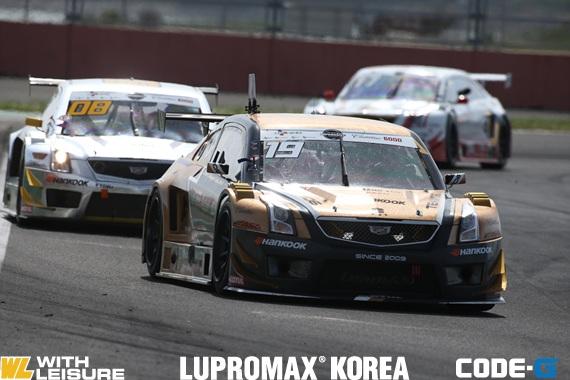 슈퍼레이스 캐딜락6000 팀106 타카유키 아오키.jpg