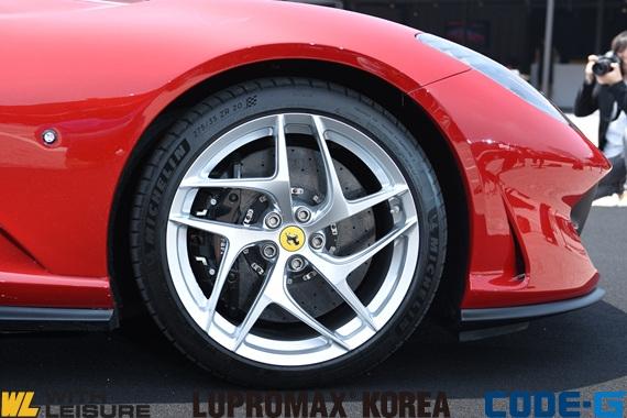 페라리 812_프론트 타이어.jpg