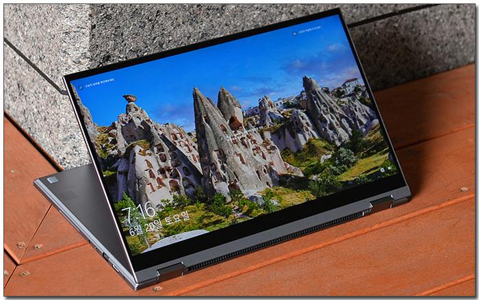 강력한 성능으로 무장한 컨버터블 노트북, 삼성 갤럭시북 플렉스 알파 NT750QCR-A78