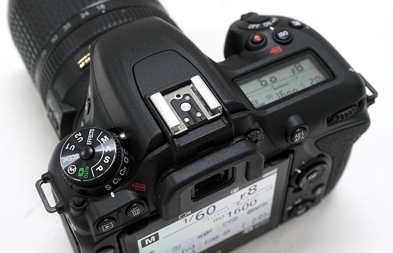 니콘 D7500.