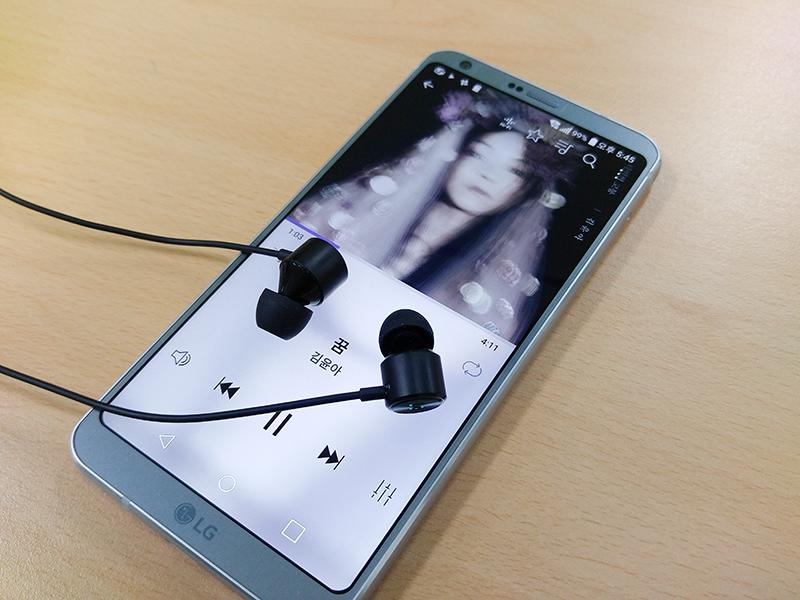 고성능 DAC를 탑재해 음질을 높인 스마트폰