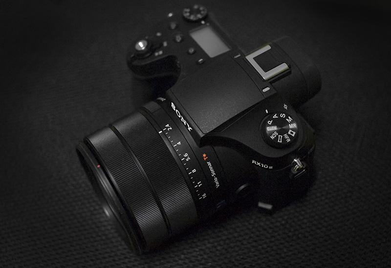 DSLR 카메라의 외관을 본뜬 하이엔드 카메라