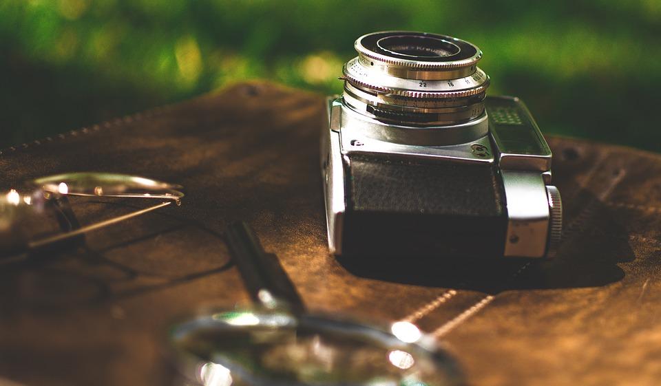 디지털 카메라는 구조에 따라 몇 가지 분류로 나뉜다