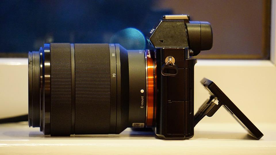 미러리스 카메라는 휴대성과 화질의 타협점이다