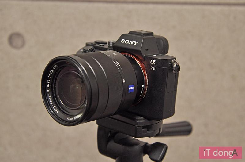 손떨림 보정 기능을 갖춘 카메라로, 캐논은 이러한 렌즈를 IS, 니콘은 VR, 소니는 OSS 라는 표현을 사용한다