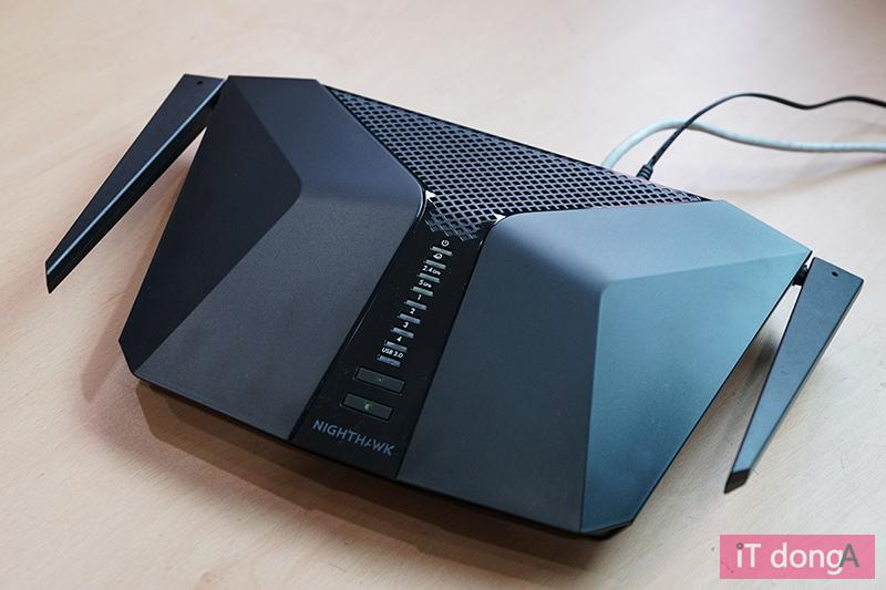AX3000 성능을 갖춘 넷기어 나이트호크 RAX40