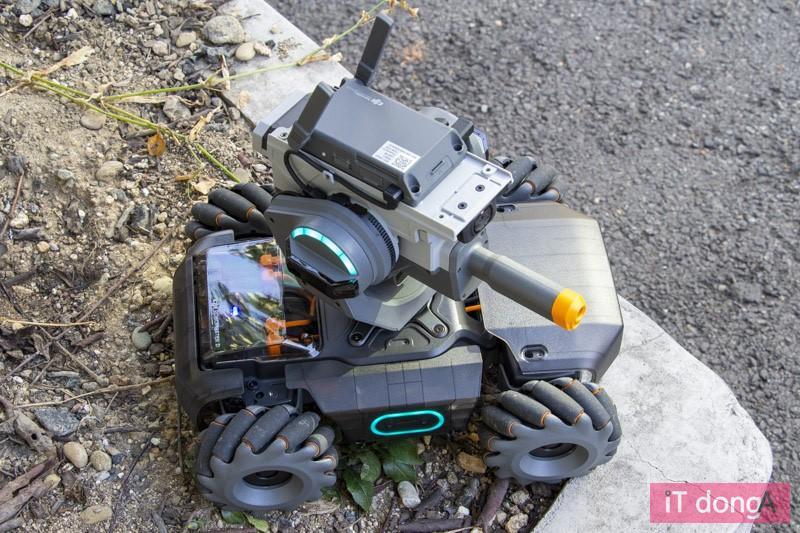 DJI 로보마스터 S1, 무선 조종 로봇이다.