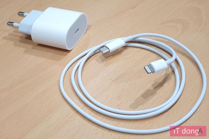 아이폰11 프로과 아이폰11 프로 맥스에 포함된 충전기와 케이블