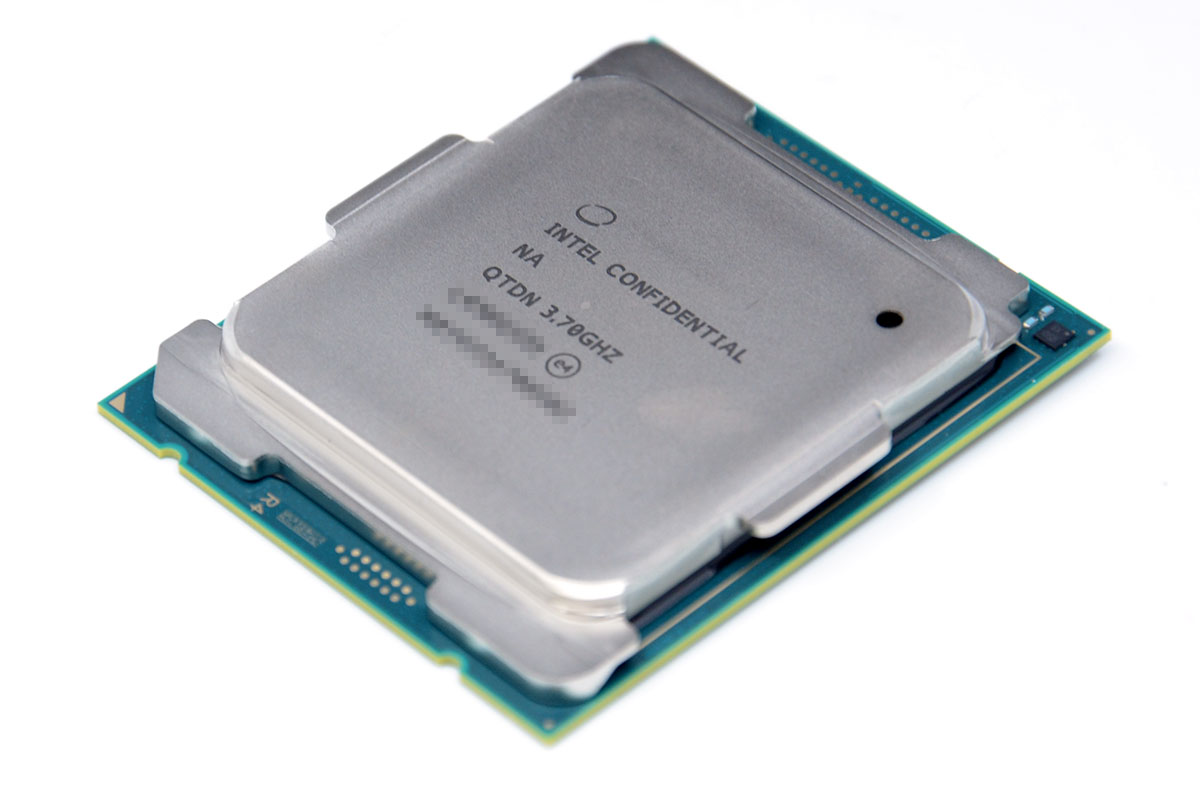 인텔 코어 i9-10900X.