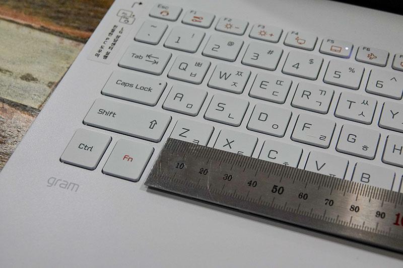 글쇠가 비교적 넓어 타건이 편하다