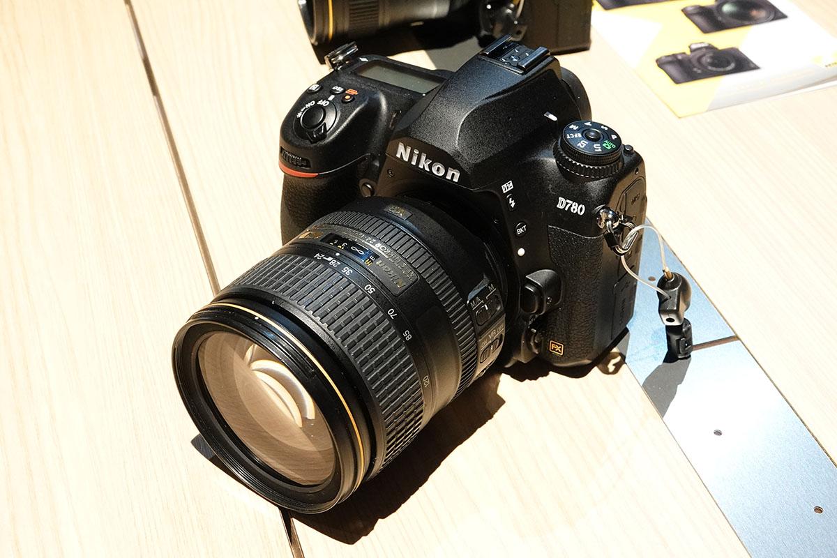 니콘 중급 DSLR 카메라, D780.